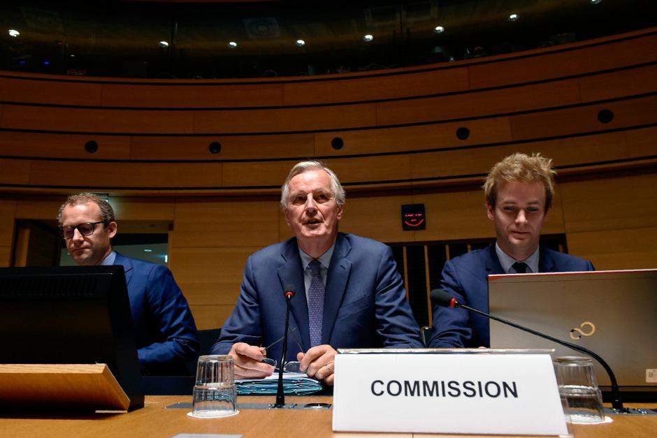 Michel Barnier (m.) bei einem Treffen in Luxemburg.