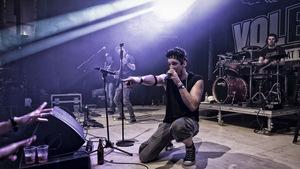 """""""diSKAvery"""" ist eine achtköpfige Band aus dem Außerfern, die bisher hauptsächlich gecoverte Songs zum Besten gab. Das soll sich nun ändern."""