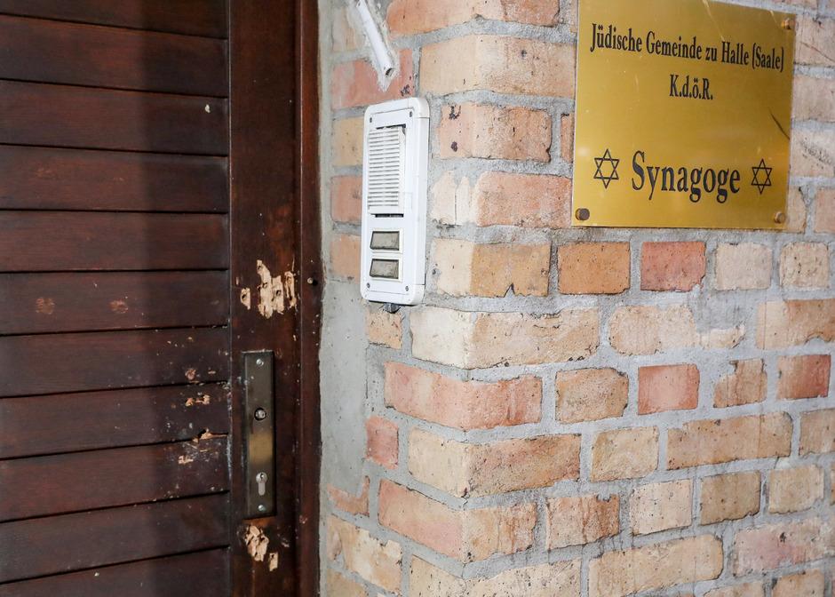 Ein schwer bewaffneter Mann wollte am vergangenen Mittwoch in die Synagoge eindringen.