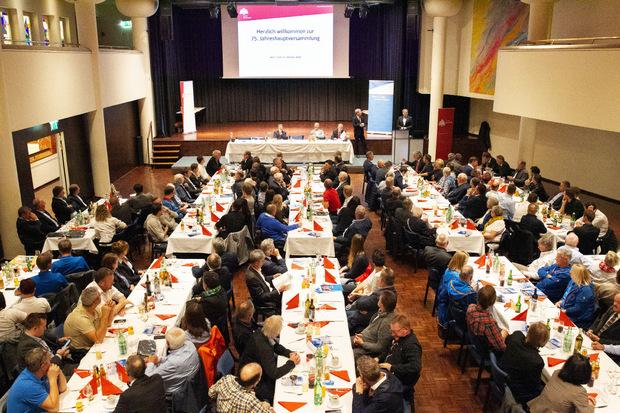 Das Kurhaus Hall war auch bei der gestrigen 75. Generalversammlung des Tiroler Skiverbands wieder gut besetzt.