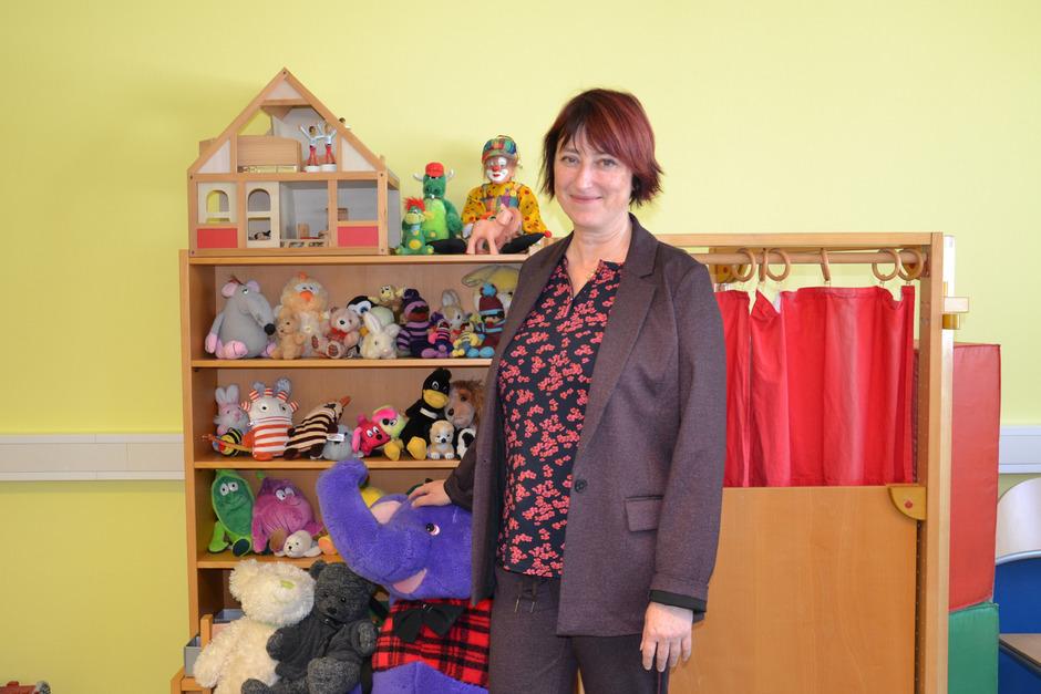 Psychologin Gerlinde Burger ist in der neuen Beratungsstelle in der Schweizergasse auf den Besuch von Kindern gut vorbereitet.