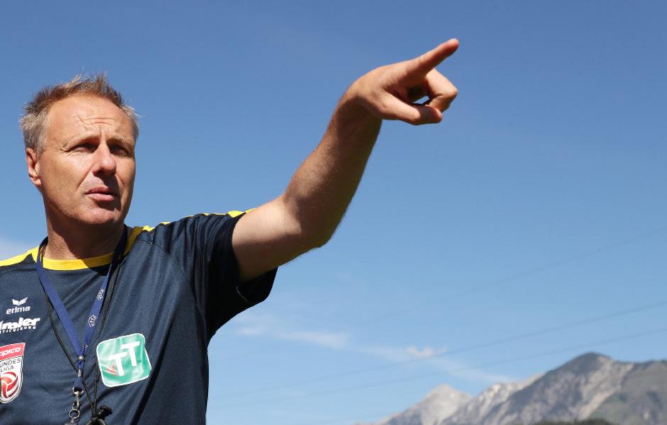 WSG-Coach Thomas Silberberger gibt seiner Mannschaft den Weg vor.