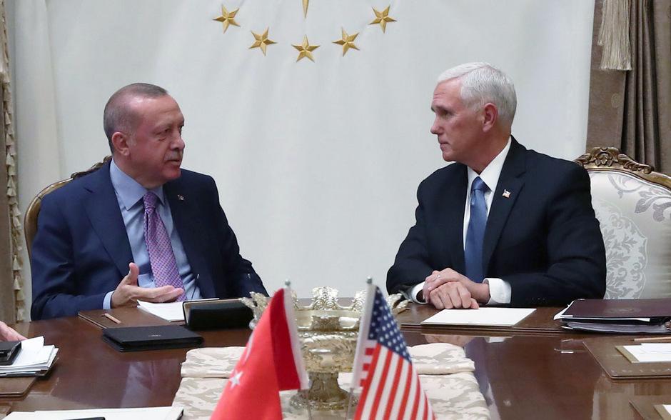 Der türkische Präsident Recep Tayyip Erdogan empfing eine US-Delegation rund um Vizepräsident Mike Pence in seinem Palast in Ankara.