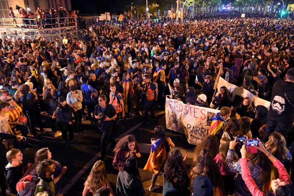 Die vierte Nacht in Folge kam es in Katalonien zu Ausschreitungen.