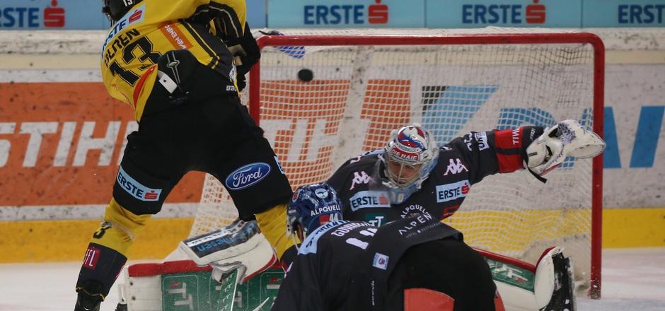 Ein Schuss ins Schwarze – die Vienna Capitals um Sondre Olden zwangen die Innsbrucker Haie mit Goalie C.J. Motte und Verteidiger Sacha Guimond in die Knie.