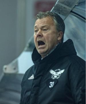 Kitzbühel (im Bild Coach Charles Franzen) trug beim Sieg die Nr. 31, Florian Janny, am Herzen.