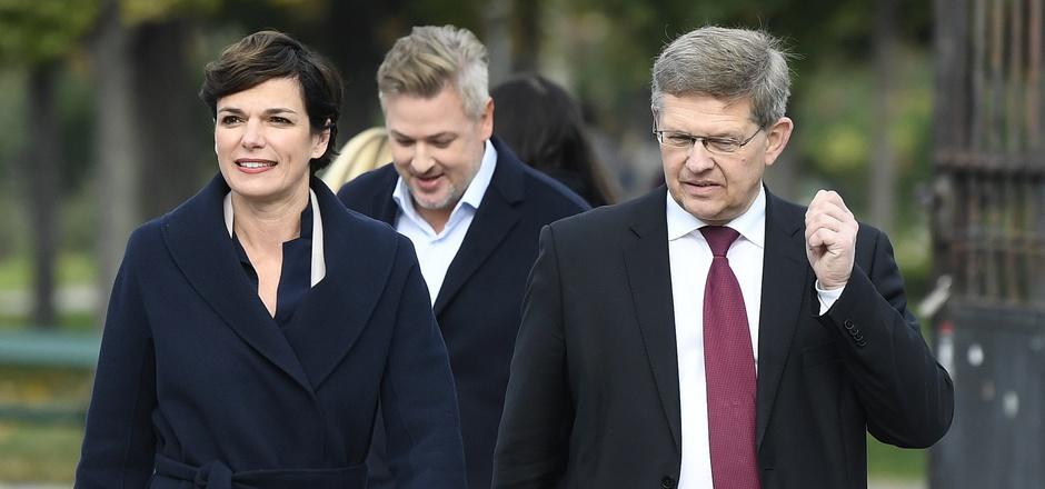 SPÖ-Chefin Pamela Rendi-Wagner und SPÖ-Bundesgeschäftsführer Christian Deutsch vor Beginn des SPÖ-Parteivorstandes.