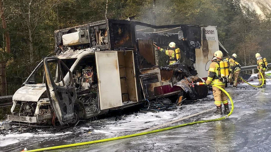 Der Foodtruck brannte völlig aus.