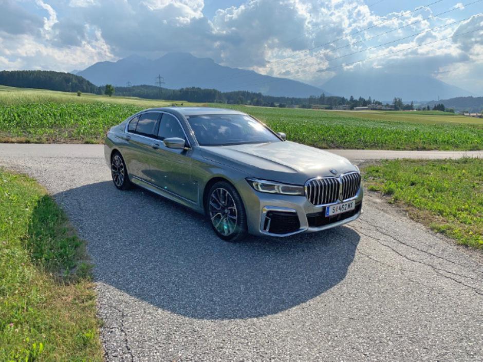 Mehr als eine Augenweide: Hinter der charakteristischen (und richtig massiven) Doppelniere steckt ordentlich Power im BMW 730d.
