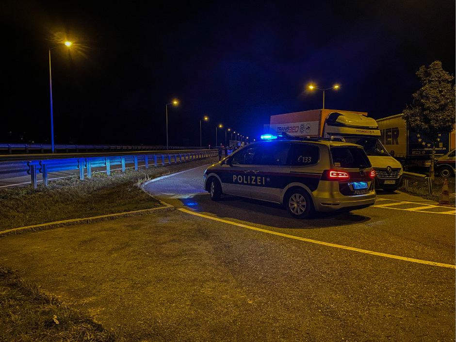 Nach einer tätlichen Auseinandersetzung auf einem Autobahnparkplatz in Inzing wurde ein 30-jähriger Pole festgenommen.