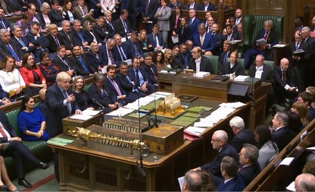 Die Parlamentarier vertagten die Entscheidung, bis das Gesetz zur Ratifizierung des Vertrags unter Dach und Fach ist.
