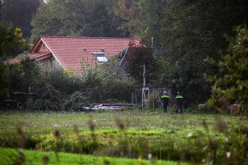Der Vater, die vier Mädchen und zwei Buben hatten vermutlich seit 2010 in einem abschließbaren Raum auf dem Hof im Dorf Ruinerwold in der Provinz Drenthe gelebt.