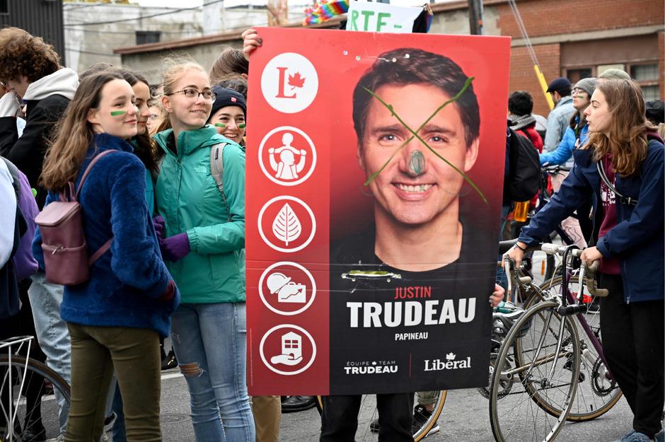 Die Wahlplakate des einstigen Superstars der kanadischen Politik, Trudeau, sind besonders häufig verunstaltet worden.