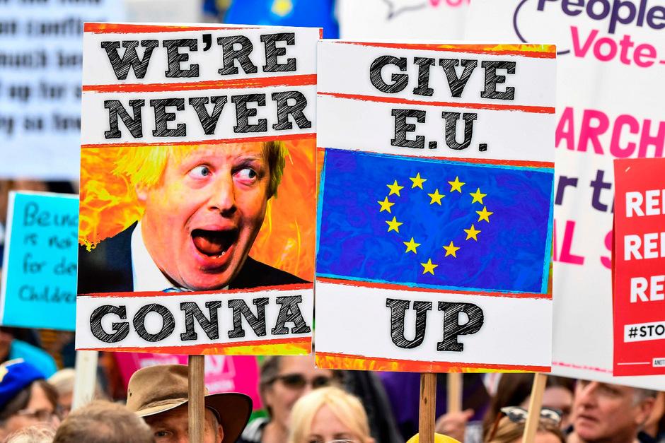 Bei vielen liegen die Nerven bei diesem Thema blank: Am Wochenende gab es auch neuerliche Großdemonstrationen von Brexit-Gegnern in London.