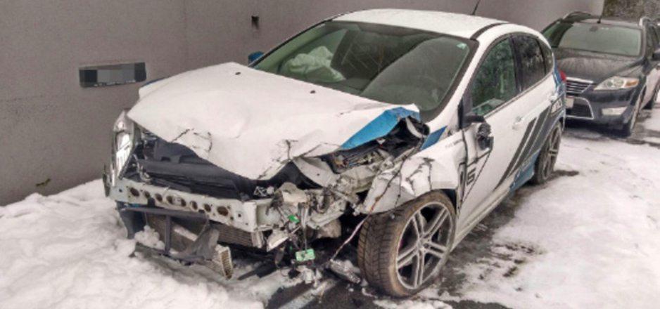 Mit dem Sportauto eines Ötztalers raste der Schweizer mitsamt Insassen gegen ein Tunnelportal.