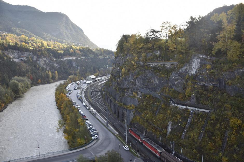Schlucht, Inn, Straße, Bahn, Felswand: Die natürlichen Platzressourcen sind in Imst begrenzt.