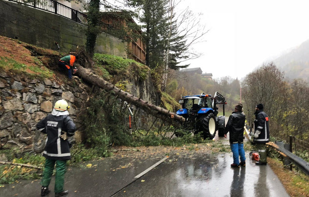 """Vom 28. bis 30. Oktober waren wegen des Sturmtiefs """"Vaia"""" rund 1400 Hilfskräfte in ganz Osttirol im Einsatz, um das Schlimmste zu verhindern."""