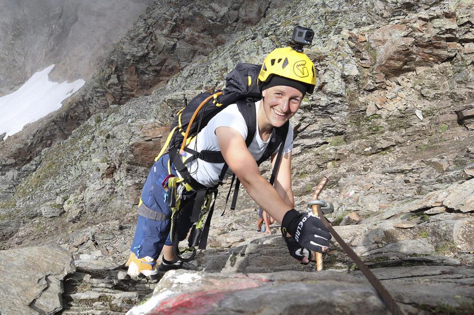Die 32-Jährige zeigt, dass Klettern auch mit einem Bein möglich ist.