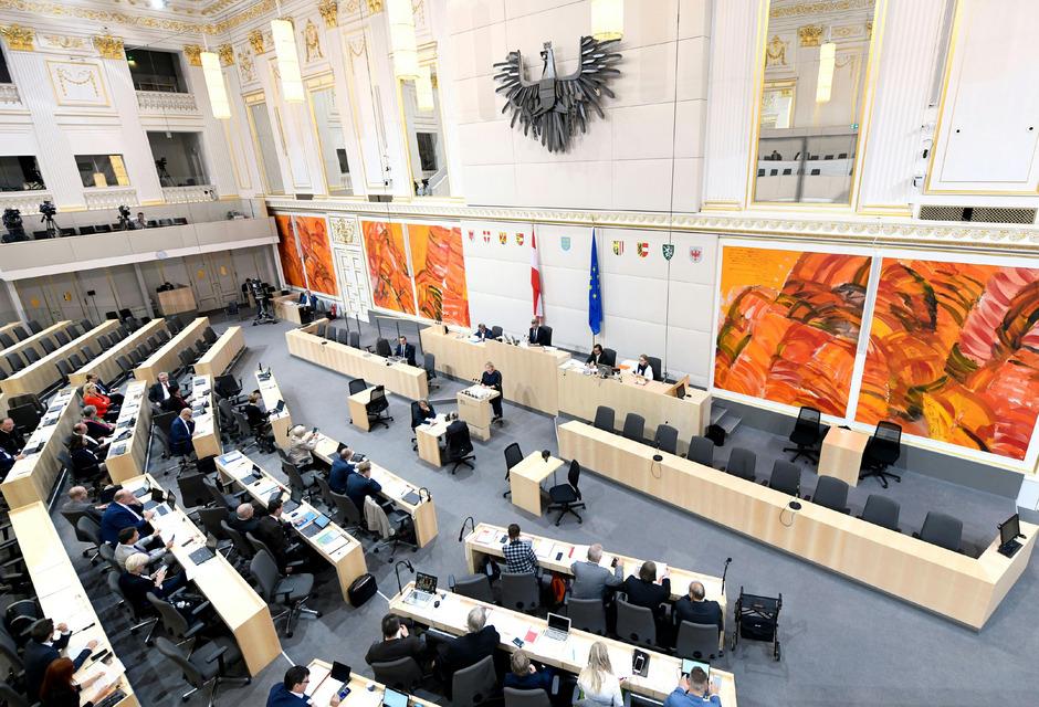 In der Wiener Hofburg werden am Mittwoch die 183 Abgeordneten zur 27. Gesetzgebungsperiode angelobt.