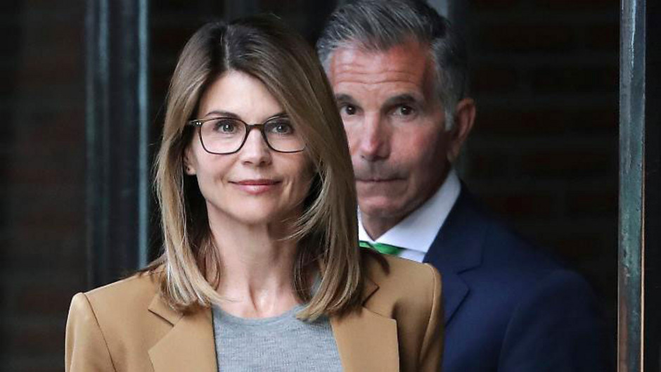 Lori Loughlin und ihrem Ehemann Mossimo Giannulli werden Bestechung und Geldwäscherei vorgeworfen.