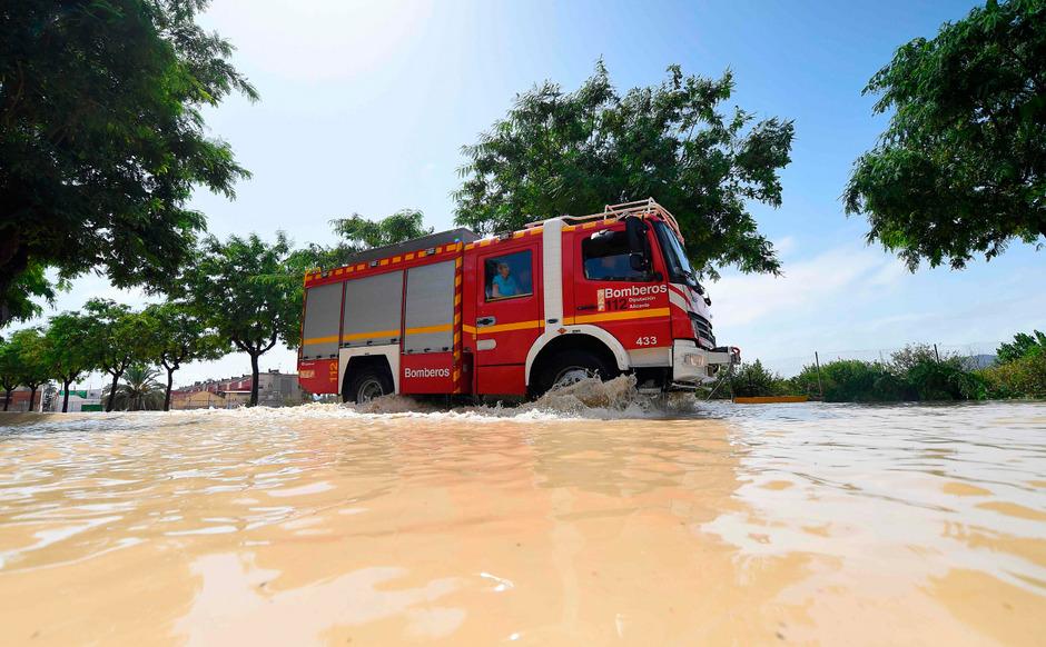 Feuerwehr im Unwettereinsatz in Spanien. (Symbolfoto)
