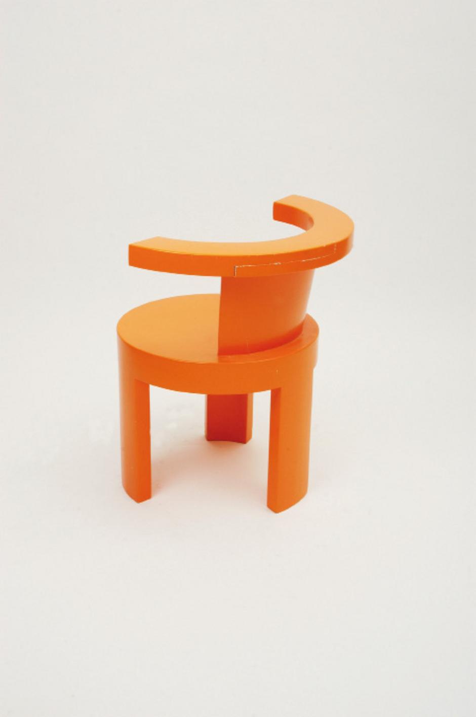 Die Innsbrucker Designerin Nina Mair ließ sich für ihre Badmöbel aus Nussholz von der Badekultur Japans inspirieren.