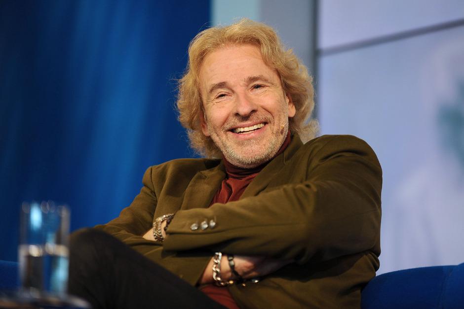 """Thomas Gottschalk (Jg. 1950) wurde besonders als Moderator der Fernsehshow """"Wetten, dass..?"""" im deutschsprachigen Raum bekannt."""