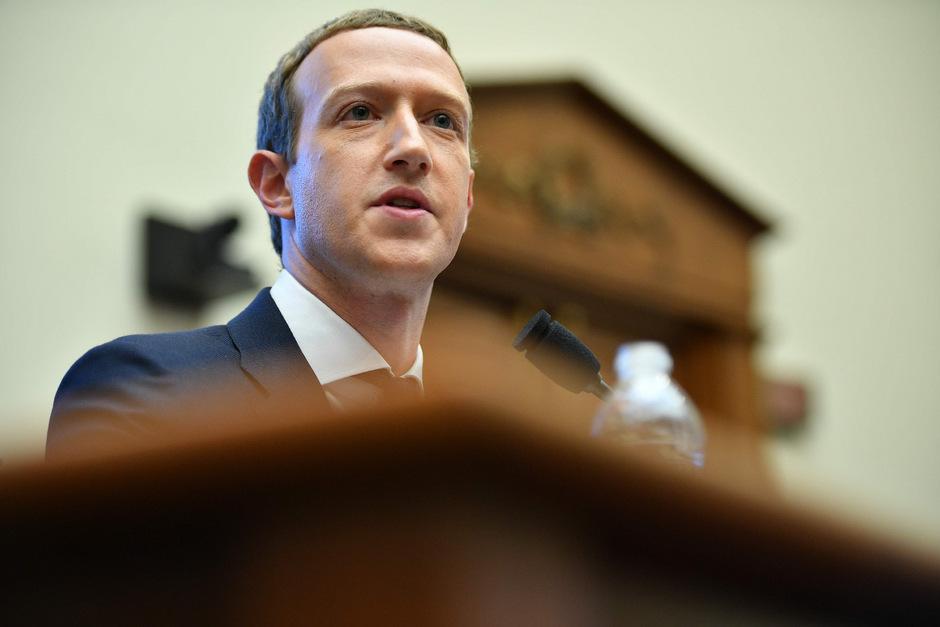 Dem Facebook-Chef schlug im Kongress heftiger Gegenwind entgegen.