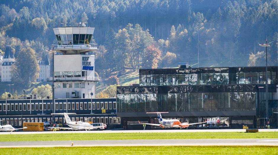 Ausgangspunkt für die Debatte rund um den Innsbrucker Flughafen waren drei Anträge und eine Anfrage der Grünen im Gemeinderat - mit dem Ziel, eine Studie in Auftrag zu geben, die mögliche Zukunftsszenarien beleuchten soll.