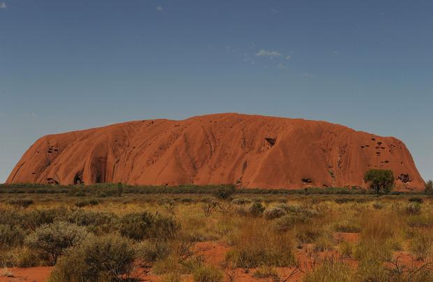 Auf den Uluru oder Ayers Rock dürfen jetzt keine Touristen mehr klettern.