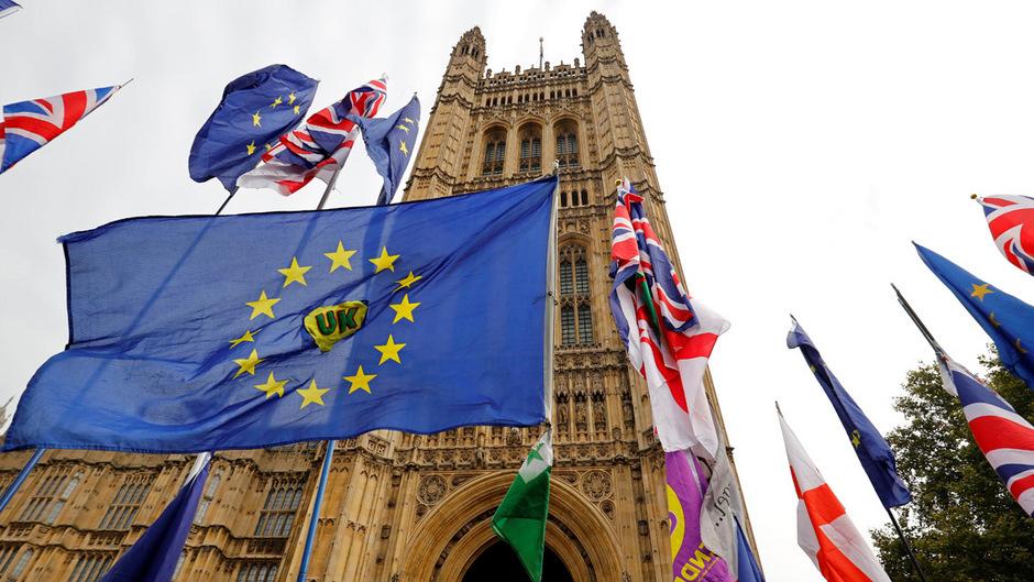 Die EU-Staaten haben die Entscheidung über die Fristverlängerung für den Brexit vertagt.