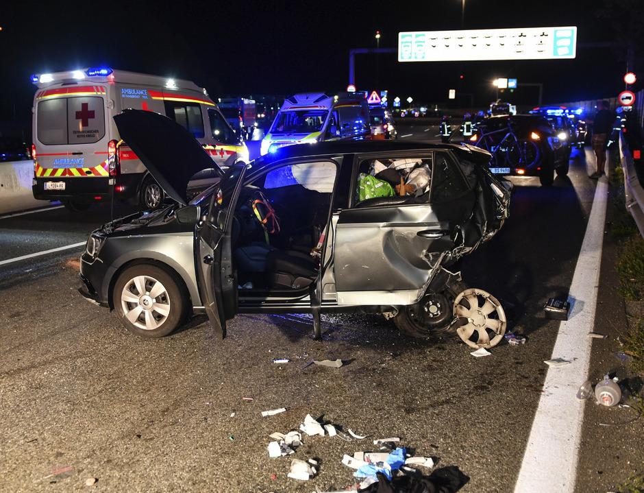 Ein Tiroler war ungebremst in das Heck eines Urlauberautos gerast. Die Lenkerin starb.