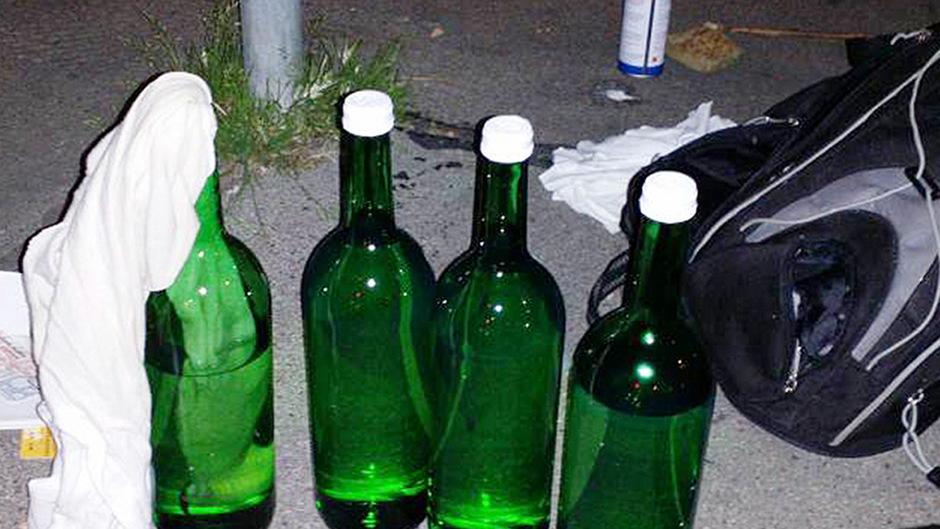 Die Molotov-Cocktails von Achenkirch waren nicht mit Benzin, sondern Alkohol gefüllt. (Symbolfoto)