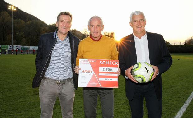 Strahlten mit der Sonne um die Wette: TFV-Präsident Josef Geisler (links), SV-Hall-Obmann Alexander Breitfelder (Mitte) und ASVÖ-Präsident Hubert Piegger.