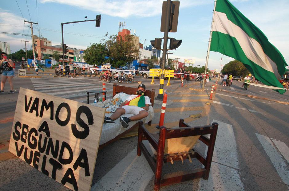 Unterstützer von Morales' Herausforderer Mesa fordern in Protesten eine zweite Wahlrunde.