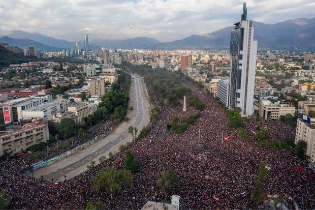 Beobachter sprachen von den größten Protesten in der Geschichte des südamerikanischen Landes.