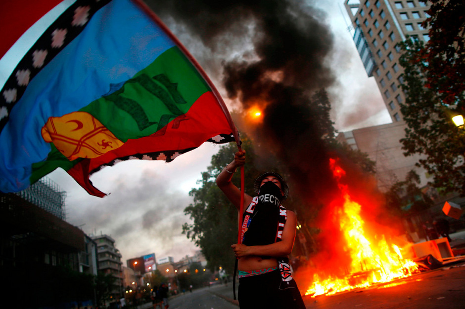 Die Proteste in Chile waren am Freitag vergangener Woche durch gestiegene Ticketpreise im öffentlichen Nahverkehr ausgelöst worden.