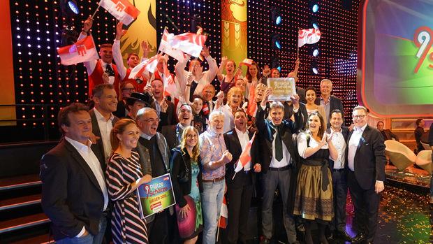 """Die Vorarlberger Delegation jubelte am Ende von !9 Plätze - 9 Schätze"""" über den Sieg."""