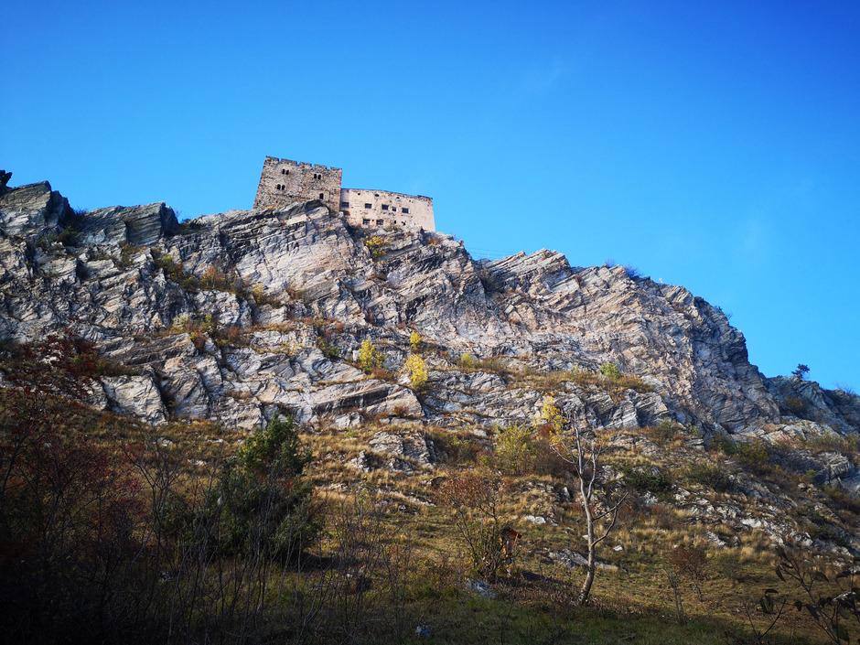Die Klettersteige zur Burg Laudeck dürfen wieder offiziell begangen werden. Seit 2017 waren sie behördlich gesperrt.