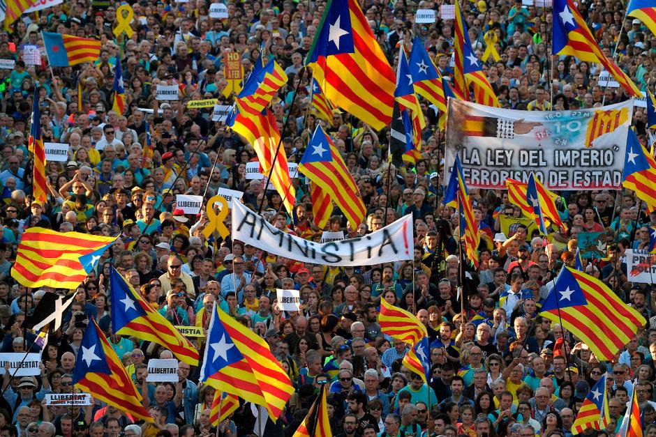 Hunderttausende demonstrierten am Wochenende für eine Abspaltung Kataloniens von Spanien.