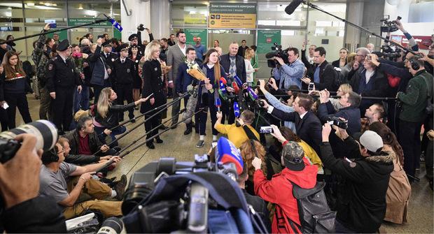 Die veruteilte Spionin wurde von Journalisten erwartet.