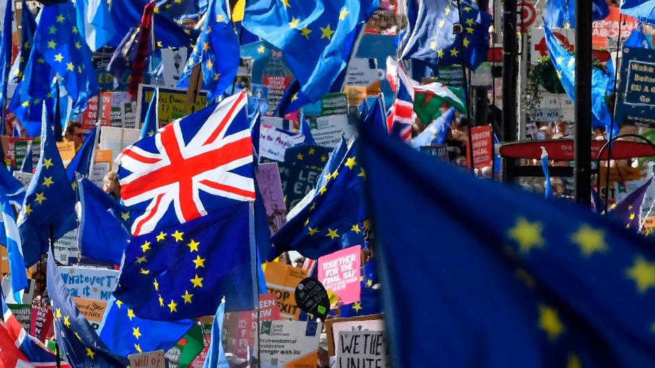 Mehr als drei Jahre ist es her, dass sich die Briten in einer Volksabstimmung mit knapper Mehrheit für den EU-Austritt ihres Landes entschieden haben. Dennoch ist eine Lösung im Brexit-Drama noch nicht in Greifweite.