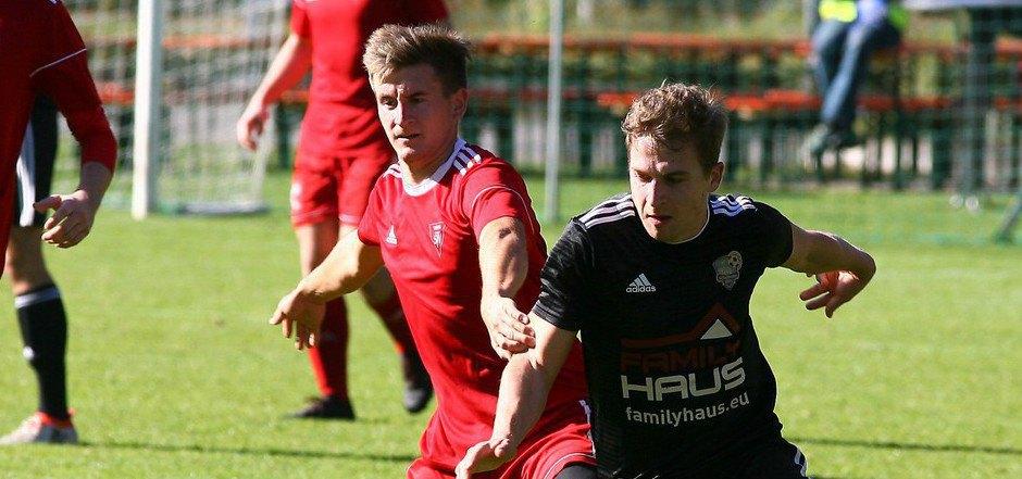 Der SV Thaur hat sich von der Hinrunde mehr erwartet. Zuletzt verloren Martin Nagl (l.) und Co. mit 1:4 bei Schönwies/Mils (Peter Venier).