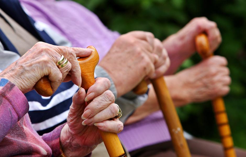 Senioren in Gefahr: Ein 27-Jähriger hatte versucht, vom Konto einer 83-Jährigen 330.000 Euro zu überweisen.