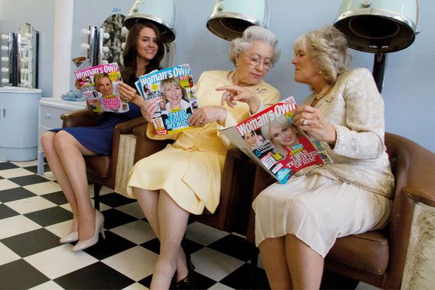 Queen Elizabeth, Kronprinzessin Camilla und Herzogin Kate beim Frisör-Klatsch.
