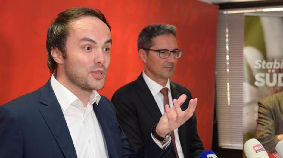 SVP-Chef Achammer (l.) stellt sich bei der Doppelstaatsbürgerschaft in den Vordergrund, LH Kompatscher hat die Initiative nicht unterzeichnet.
