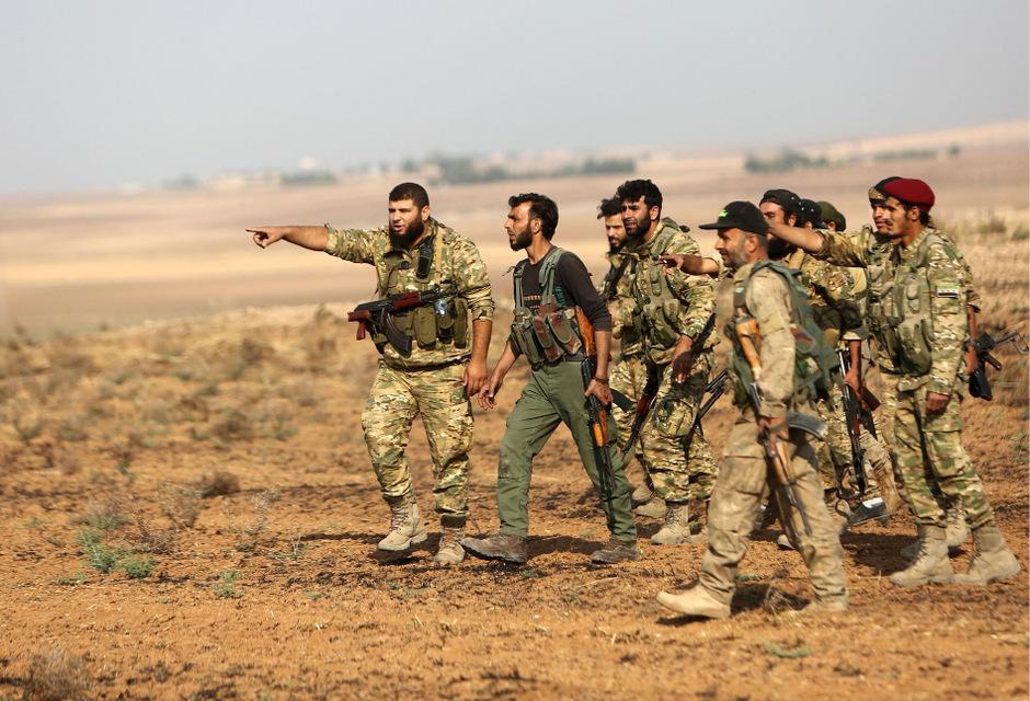 Die Türkei unterstützende syrische Soldaten in Ras al-Ain.