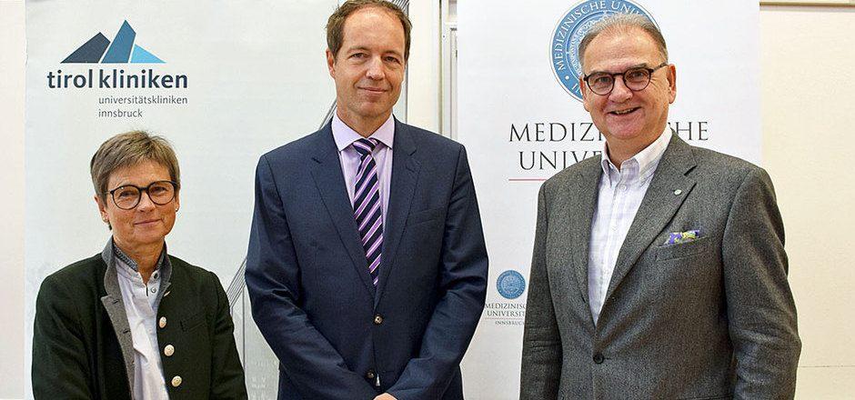 Ärztliche Direktorin Alexandra Kofler, Klinikdirektor Andreas Kolk, Rektor Walter Wolfgang Fleischhacker.