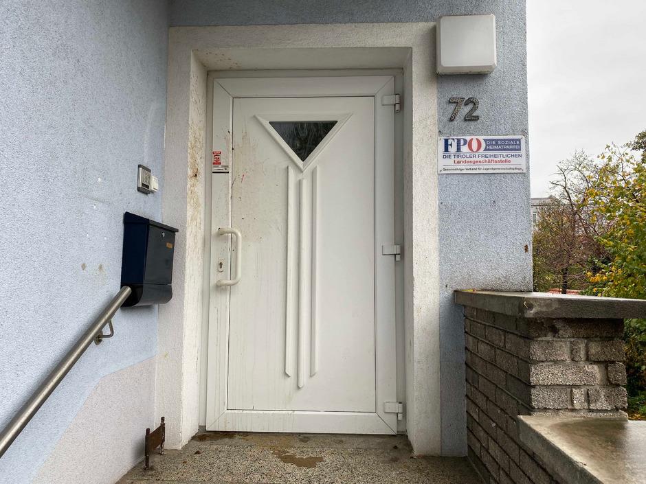 Der Angriff auf den Eingangsbereich der FPÖ-Zentrale.