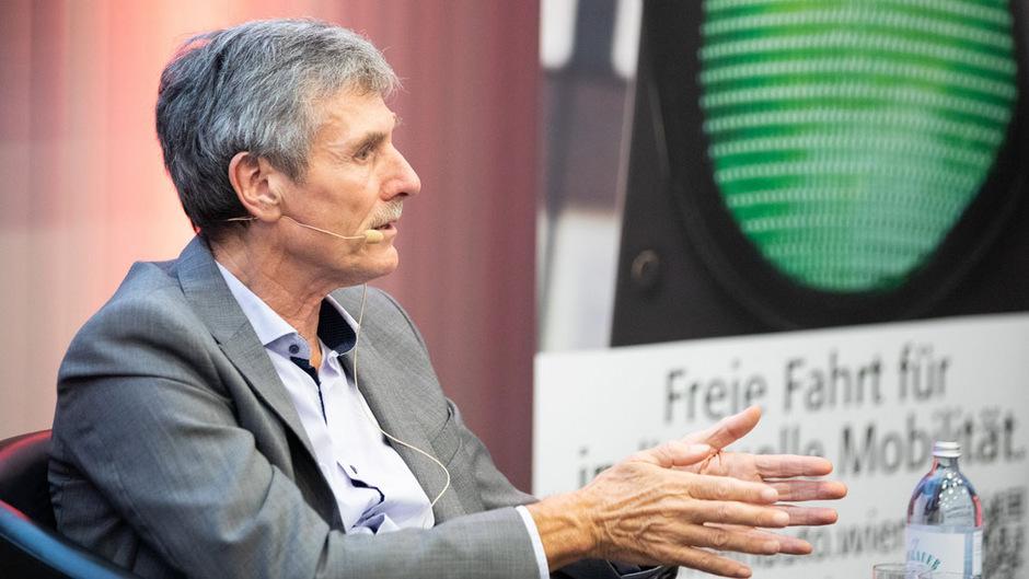 Selbstfahrende Autos kommen nur langsam in Gang, sagte Dudenhöffer der TT am Rande eines Vortrags bei der Wirtschaftskammer Wien.